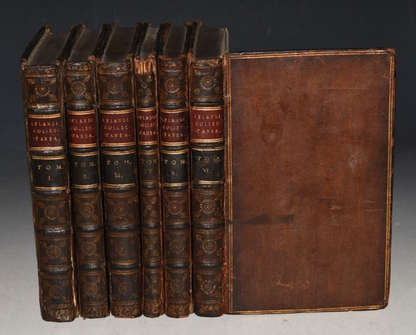 Image for Antiquarii de Rebus Britannicis Collectanea (John Leland. Antiquarii de British Collectanea. The autographis described ediditque Tho. Hearnius, A.M. Oxford University, and that of Appendix subjected. And the whole work (at 6. Volumina distributor) and Volume Index hues. Oxford. Printed. Sheldon Press.) LATIN and ENGLISH language.
