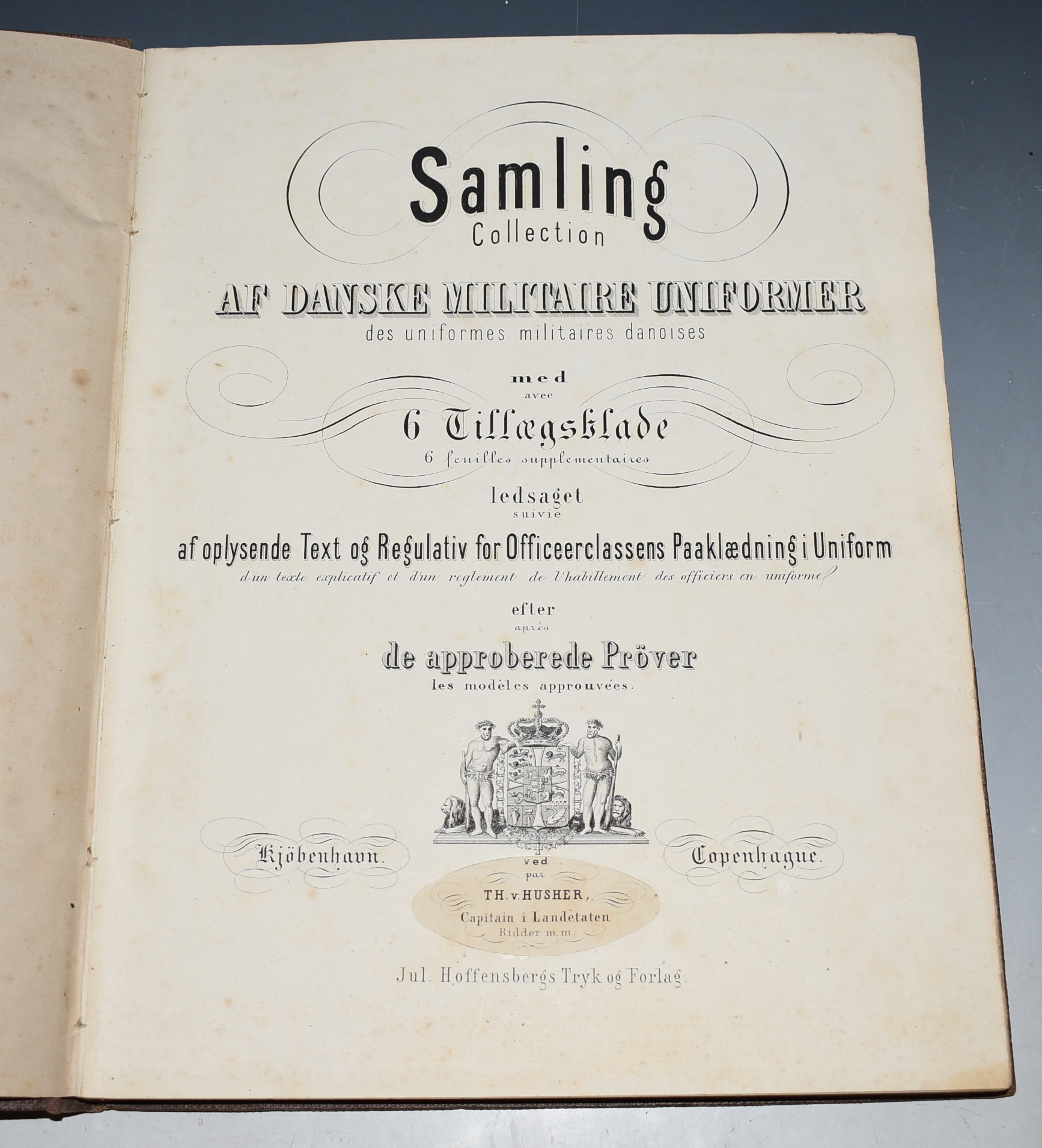 Image for Danske Militaire Uniformer Samling collection af Danske Militaire Uniformer Med 6 Tillaesgsblade. Ledsaget af oplysende text og regulativ for officeerclassens paaklaedning i Uniform, efter de approberede prover. (Collection of Danish Military Uniforms. With 6 Supplementary Leaves. Accompanied by informative text and regulations for the uniform of the office class, after the approved tests.)