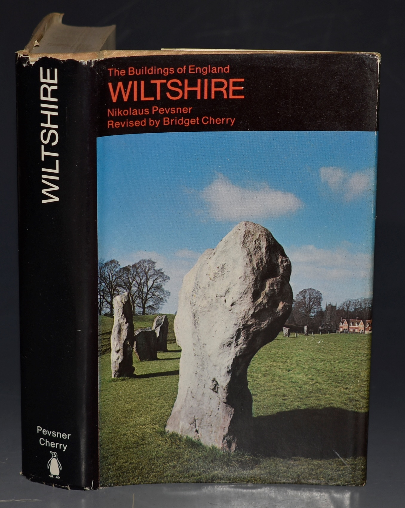 Image for Wiltshire. The Buildings of England. With notes on the Prehistoric and Roman Antiquities by Derek Simpson.